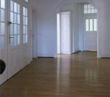 Denkmalgeschützte, großzügige 6-Zimmer-Whg. mit Charme im Herzen des Stuttgarter Südens!