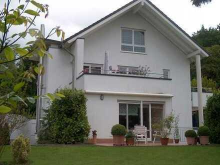 Familienfreundliche Villa in Beuel !!! Großzügiges Wohnen und Leben in sehr bevorzugter Wohnlage