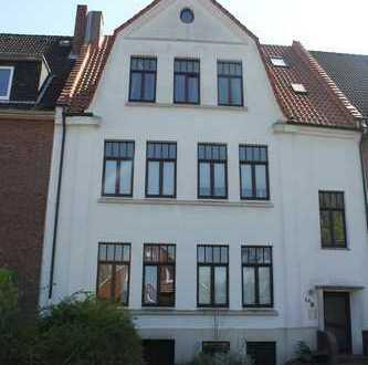 Pädagogenviertel: Moderne 3 Zimmerwohnung in Zentrumnähe mit Kamin und brandneuer Küche