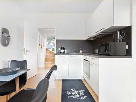 10 qm Einzelzimmer in luxuriöser Altbau Traumvilla am Neckar (WLAN + Reinigung inklusive)