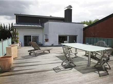 Hochwertig ausgestattete Obergeschosswohnung mit riesiger Terrasse und Doppelgarage