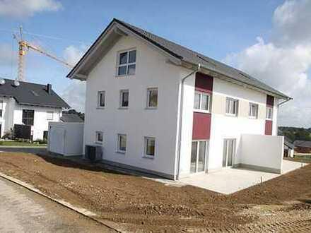 **nur 2,38% Provision inkl. MwSt.** Neubaudoppelhaushälfte in Eggenfelden. KP auf Verhandlungsbasis.