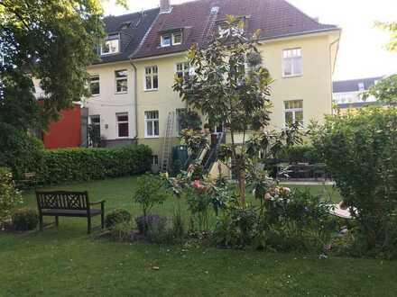 4-Zimmer-Dachgeschosswohnung mit Einbauküche in Riehl, Köln (auch für WGs)