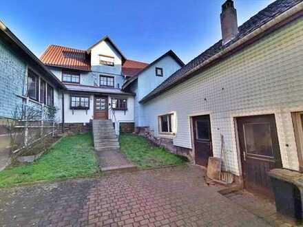 Wohnhaus mit Garten, Garagen und Nebengebäuden