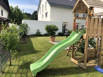 Haus mit Garten, Einbauküche, Niedrigstenergie, 300 MBit DSL, gesamt warm 1720,- € inkl. Garagen