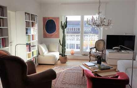 Stilvolle, neuwertige 2,5-Zimmer-Penthouse-Wohnung mit Balkon und EBK in Bremen