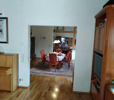 Altbau 5-Zimmer-Wohnung mit Balkon in Stuttgart