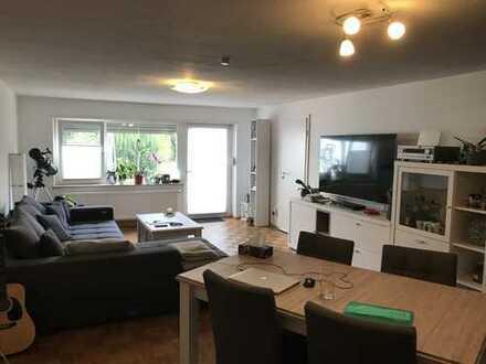 Günstige, geräumige und gepflegte 2-Zimmer-EG-Wohnung mit Terasse und EBK in Herxheim-Hayna