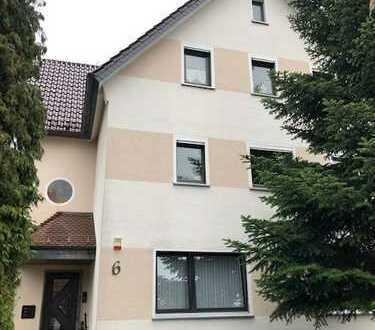 gepflegte Dachgeschoss-Altbau-Wohnung in Herford-Zentrum / 3 Zimmer, Küche, Bad in 3-FH / 68m²