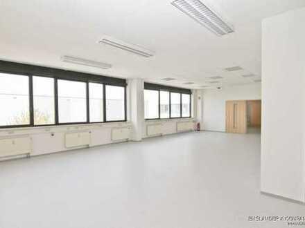 Garching bei München - Lagerfläche mit ca. 275 qm und Büro mit ca. 82 qm zu vermieten