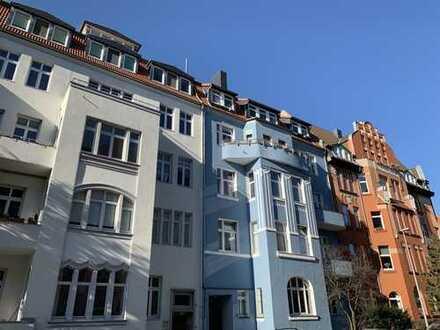 RUDNICK bietet RARITÄT: Großzügige 2-Zimmer Dachgeschoss Wohnung in begehrter Wohnlage der List!