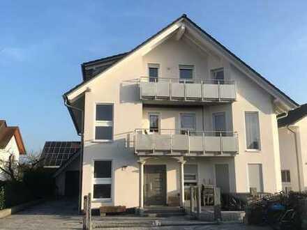 Neuwertige 3-Zimmer-DG-Wohnung mit Balkon und Einbauküche in Hagenbach