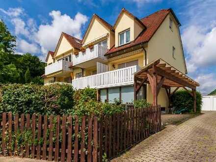 Attraktive 2-Zimmer-Wohnung im Hochparterre mit Balkon, EBK und Carport, S-Bahn nähe.