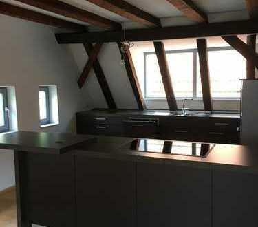 Stilvolle, sehr schöne 4-Zimmer-Maisonette-Wohnung mit Balkon, EBK, Gäste-WC in Weinheim