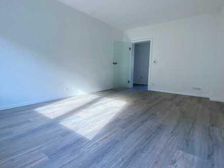 ERSTBEZUG NACH SANIERUNG: Helle 3,5 Raum-Wohnung, neues Bad, schöne Bodenbeläge,zentrale ruhige Lage
