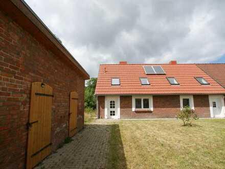 Wohnen und Gewerbe an einem Ort: Einzigartiges Wohnstudio+2. Wohnung mit viel Grün und Nebengelass