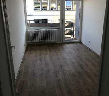 Nur noch eine 2-Raum-Wohnung frei!!! Frisch saniert! Großer Balkon in Offenbach am Main!
