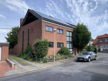 Vollständig renovierte 2-Zimmer-Penthouse-Wohnung mit Balkon und EBK in Greven