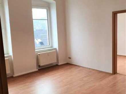 In ländlicher Lage befindet sich diese 2 Zimmer-Wohnung im 1.Obergeschoß eines Mehrfamilienhauses.