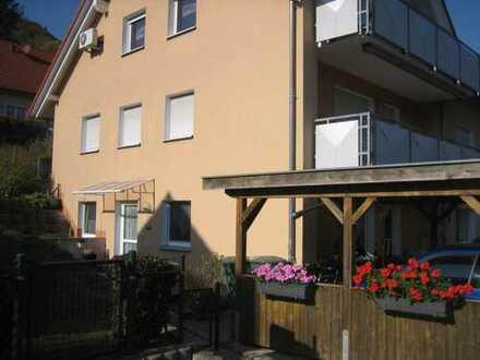 Hohenstadt Nähe Bahnhof: Moderne großzügige 3,5-Zimmer-Wohnung mit Einbauküche, Garage und Gar