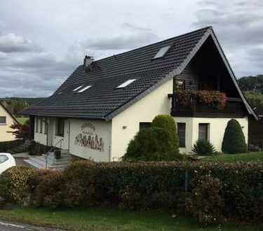 Zweifamilienhaus in idylischer Lage auf großem Grundstück !!!