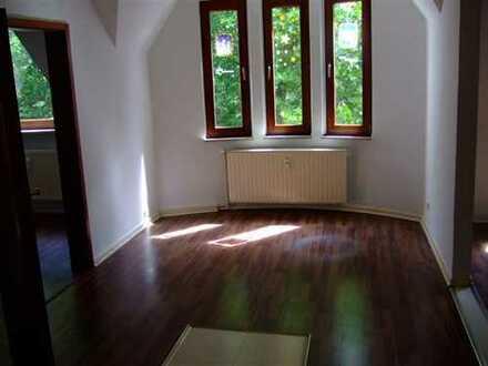 Schöne, renovierte 3 Zimmer-DG-Wohnung in Feldmark/Rotthausen!!!