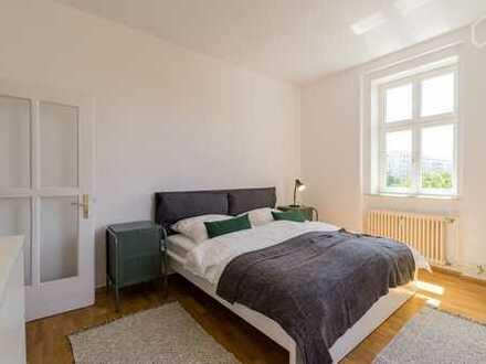 Mitbewohner/inn gesucht Attraktive 2-Zimmer-Wohnung mit Balkon und Einbauküche