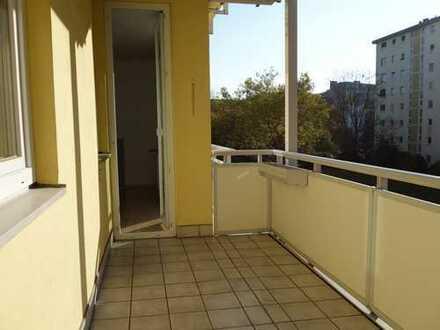 Gepflegte, ruhig gelegene 4-Zimmerwohnung in der Nähe des Dutzendteiches. Sofort verfügbar.