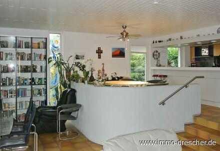 Generationenhaus oder wohnen und arbeiten in einer gepflegten Immobilie mit großem Grundstück.