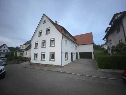 Mehrfamilienhaus mit 2 x Wohnungen & 1 x Gewerbliches Büro & Werkstatt / Schuppen mit Hebebühne