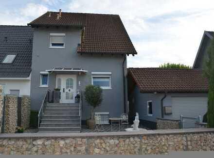 Attraktive und hochwertige Doppelhaushälfte in Teningen-Köndringen