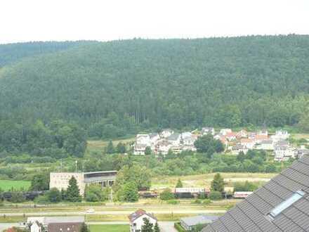 Große Dachgeschosswohnung mit Schöne Aussicht in Möhringen Vorstadt.