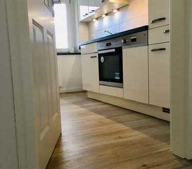 Erstbezug nach Kernsanierung, stilvolle & hochwertige 2 Zimmer-Wohnung mit Dusche und Einbauküche