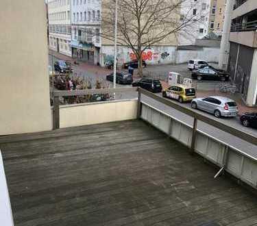 Attraktive 4-Zimmer-Wohnung mit Balkon und EBK in Hannover City