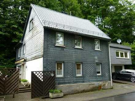 Einfamilienhaus mit Einliegerwohnung und Doppelgarage in Eschenbach!