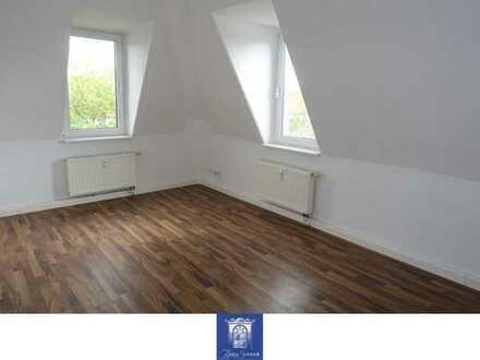 Individuelle Dachgeschosswohnung ... Tageslichtbad mit Wanne ... separate Küche!