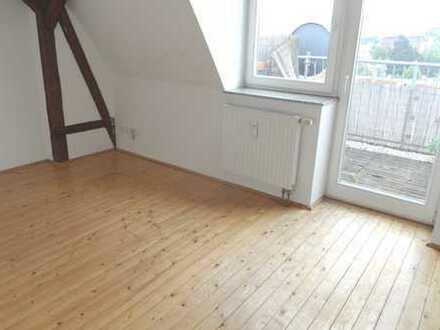 4 Zimmer Wohnung mit Balkon und Küche + Kamin in Zwickau zu vermieten !