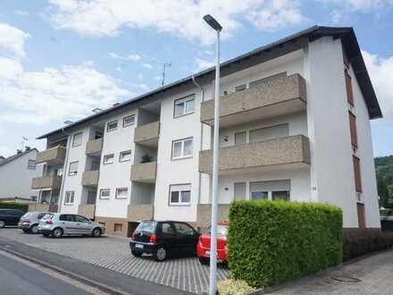 *Sommer-Angebot* 2 Monate Mietfrei - frisch renovierte 3 Zi. Wohnung mit Einzelgarage und Stellplatz