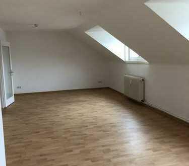 diese Wohnung wartet auf Ihre Einrichtung *IKEA Gutschein sichern -2-Zimmer DG-Wohnung in guter Lage