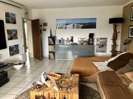 Helle und freundliche 3 Zimmer, Küche, Diele, Bad mit Süd/West Loggia