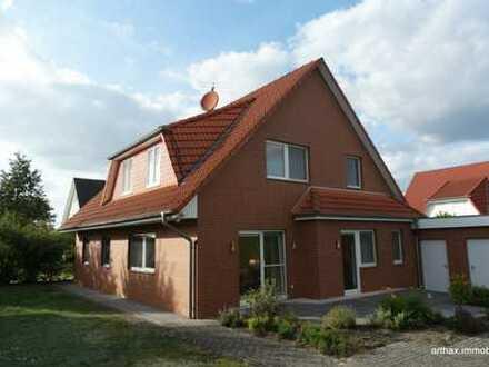 Großburgwedel: EFH/ ZFH mit Garage und größerem Grundstück