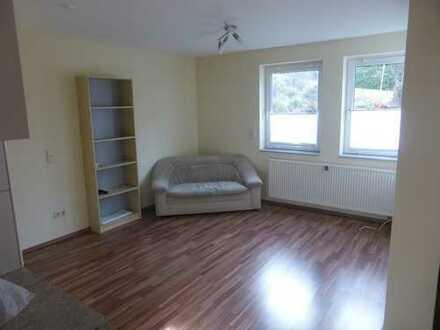Schöne, helle und neuwertige 1,5-Zimmer-Wohnung teilmöbliert und mit EBK