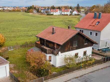 Älteres Haus auf sonnigem Grundstück mit attraktivem Baurecht nach §34.