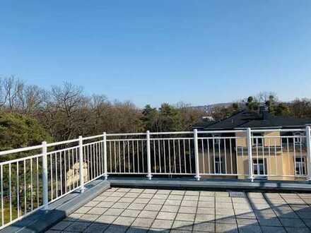 Individuelles Penthouse / 2 Ebenen /Lift/ Blick & traumhafter priv. Dachterrasse am Waldpark!