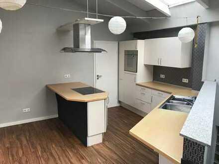 Gepflegte 2,5-Zimmer-Wohnung mit EBK in Maikammer