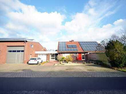 Strackholt: Wohn- und Geschäftshaus mit Lagerhalle und Büros