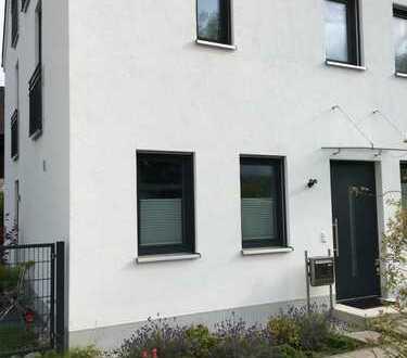 Schönes, geräumiges Haus mit fünf Zimmern in Starnberg (Kreis), Herrsching am Ammersee