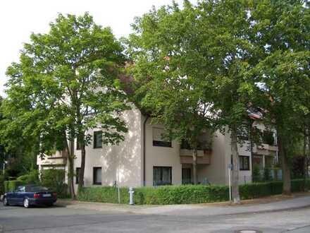 Gepflegte Maisonette-Wohnung mit vier Zimmern sowie Balkon und Einbauküche