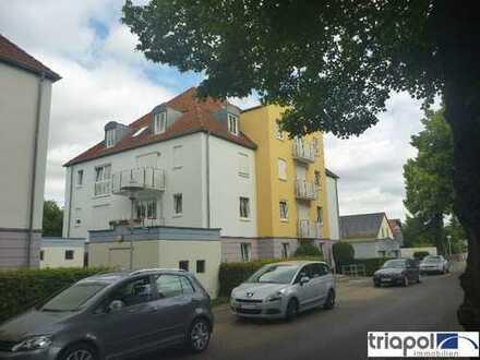 Schöne 1-Zi-Wohnung mit Westbalkon, Laminatboden und Blick ins Grüne.