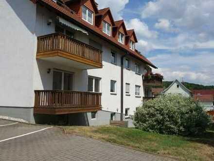 Schön gelegene 3-Raum-Dachgeschosswohnung mit Balkon in Wenigenlupnitz